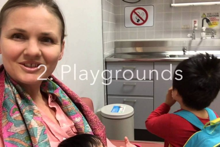 아기와 나리타 공항을 즐기세요