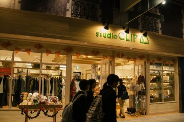 <p>A clothing boutique is also available for the fashion savvy shoppers.</p>