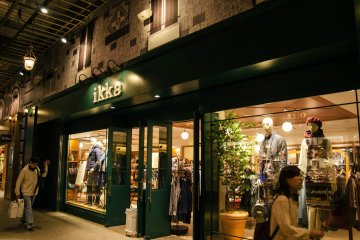 <p>Another clothing boutique.</p>