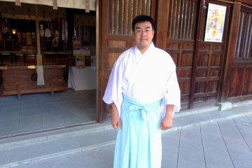 <p>Head priest of Fujishima Shrine, Mr. Yoshiyori Nitta, who is the descendant of Nitta Yoshisada!</p>