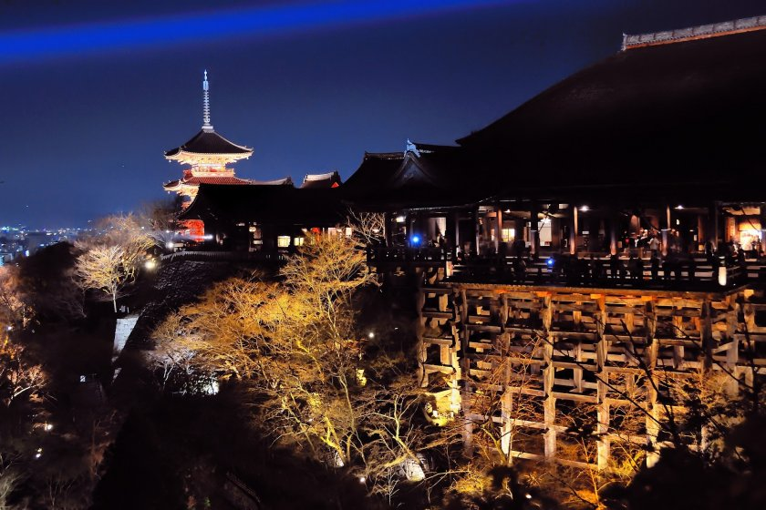The famous 'Stage of Kiyomizu'; I feel weak in my knees every time I stand here