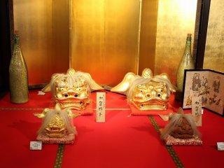 金箔を貼った作品が展示されている「黄金の間」