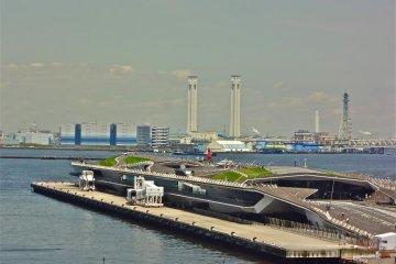 ท่าเรือ Osanbashi ในโยโกฮะมะ