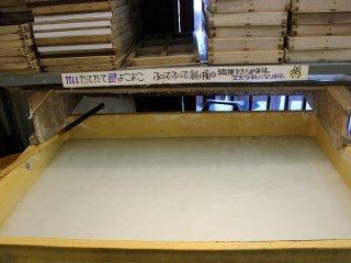코조나 꿀마타 같은 일본 종이의 원료가 녹아 있다