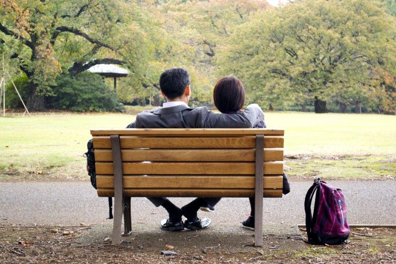 <p>Capturing a couple&#39;s moment in Shinjuku Gyoen</p>