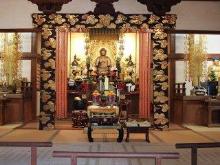 本堂に祀られている「阿弥陀仏坐像」。湛慶の作で、鎌倉彫刻の傑作とされる