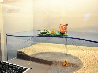 水深60mの支持地盤まで大型グラブ船で海底面を堀削