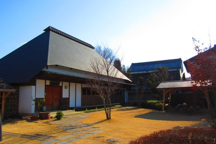 Yuki's Traditional Silk-Weaving