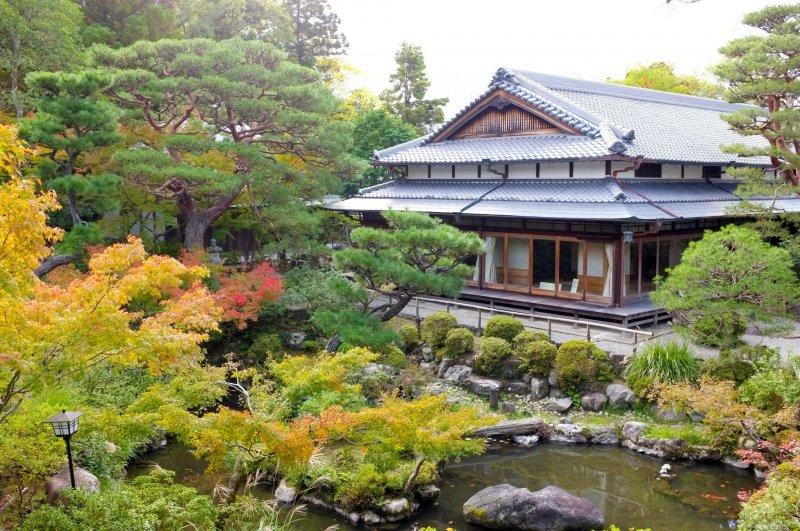 <p>The beautiful Yoshikien Garden</p>