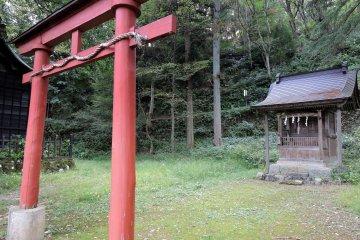 야나기노 야시로(柳廼社)의 옛 배전과 경내 신사