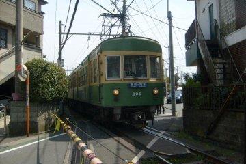 <p>An Enoden train, near Yuigahama station</p>