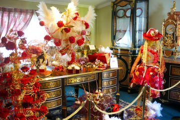 <p>The France House exhibits antique and expensive collections</p>