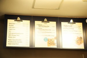 Papan menu untuk minuman, makan siang dan makan malam