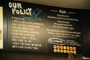 Peraturan di Sekai Cafe: Semua orang diterima dengan hangat di sini