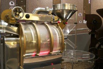 <p>A roasting machine</p>