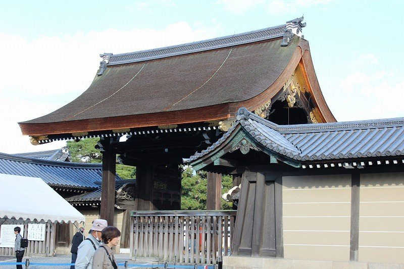 Kyoto Imperial Palace is open to the public twice a year. On the days of opening people are supposed to enter from Gishumon Gate.
