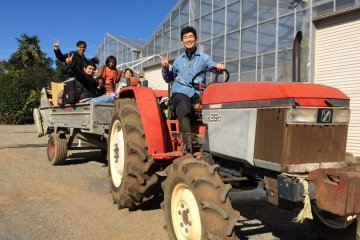 <p>Hop on the tractor-trailer with Yokota&nbsp;Fumito san for a thrilling ride through the farm!</p>