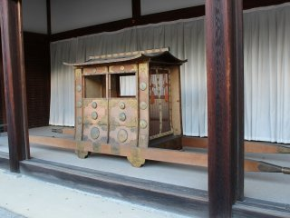 Another type of palanquin. When the Emperor needed to move, especially for special imperial visits, this palanquin was used
