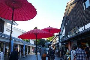 Sakurano Baba – Josaien (Sakuranokouji) นั้นได้รับการตกแต่งอย่างสวยงามทำให้น่าเดินเที่ยวอย่างมาก
