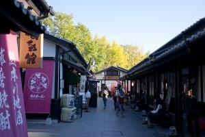 อีกตรอกหนึ่งภายในSakurano Baba – Josaien (Sakuranokouji) ที่ทำให้เรารู้สึกว่ากำลังเดินเล่นอยู่ในย่านเมืองเก่า
