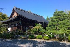 Koryu-ji (広隆寺)วัดที่เก่าแก่ที่สุดในเกียวโตที่สร้างขึ้นตั้งแต่ปี ค.ศ.603