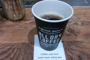 กาแฟดริปนั้นเราสามารถเลือกชนิดของเมล็ดกาแฟได้เองตามความต้องการ หรือไม่ก็อาจให้บาริสต้าแนะนำรสชาติดีๆ ให้ก็ได้