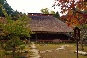 Daiyuji's main building with its traditional thatched roof