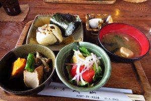 The nice onigiri and oyaki meal I ate beside Daiyuji