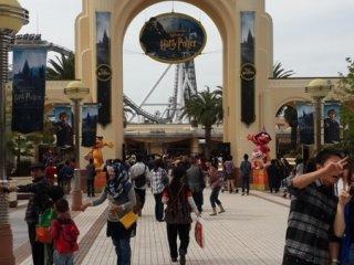 Pintu gerbang Universal Studio Japan.