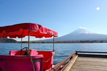 <p>This pink boat is also available for rental from Tozawa&nbsp;Center</p>