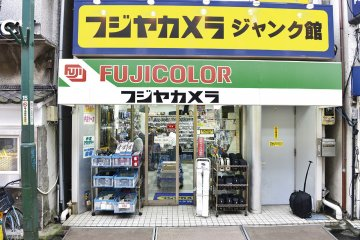 <p>Fujiya Camera specializes in cameras exclusively</p>
