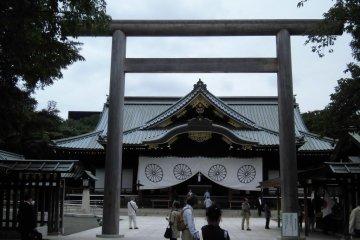 Exploring Yasukuni Shrine