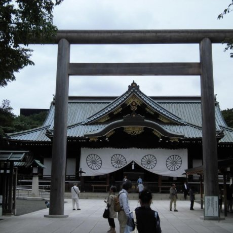 Exploring Yasukuni Shrine