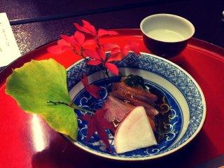 Аккуратно нарезанные кусочки деликатесного утиного мяса - моё любимое блюдо!