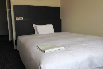 <p>Single room at R Inn Fukuchiyama</p>