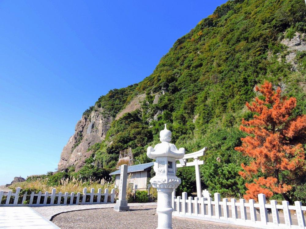 越前海岸にある玉川洞窟観音の入口