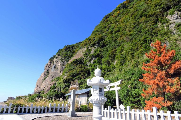 Kannon Shrine in a Seaside Cave