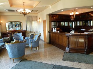 There is no staff at the front desk of Hotel Sonia. Guests must check in and out at the Hotel Sonia II.