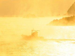 漁船では無く、付近の養殖業の作業船のようだ