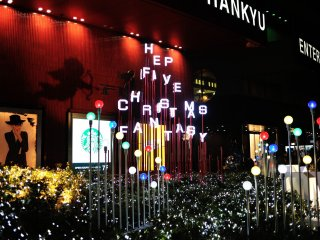 It's crowded in front of Hankyu Department Store. Everywhere around here is shining with gorgeous illumination!