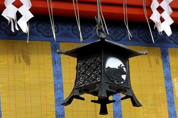 <p>One of many beautiful metal lanterns hanging in the shrine buildings</p>
