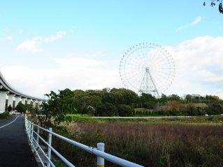 Kincir ria terlihat dari dekat Stasiun Koen Nishi