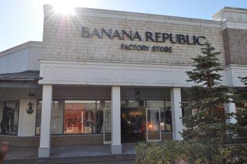 <p>Banana Republic特売场</p>