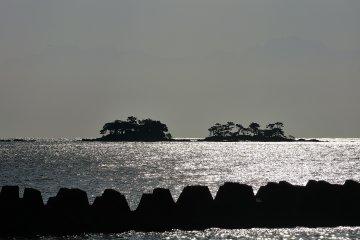 Conduje por la R160 hacia la ciudad de Nanao disfrutando del paisaje de la bahía de Toyama a mi derecha.