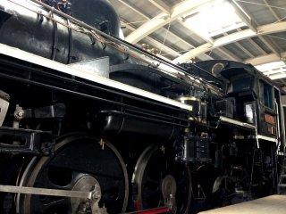 Trước sự ra đời của Shinkansen hay còn gọi là tàu viên đạn, những đầu máy xe lửa như C 58 đã trở hành khách đi khắp Nhật Bản