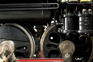 <p>Detail of wheels in a 2-6-2 layout</p>