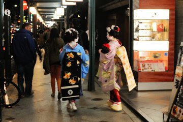 <p>I wonder if they are tourists trying out Maiko costumes? They don&#39;t look like the professional Maiko to me.</p>