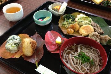 <p>Soba lunch, prepared and ready to eat</p>