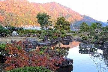 Taman Ajimano-En di Musim Gugur