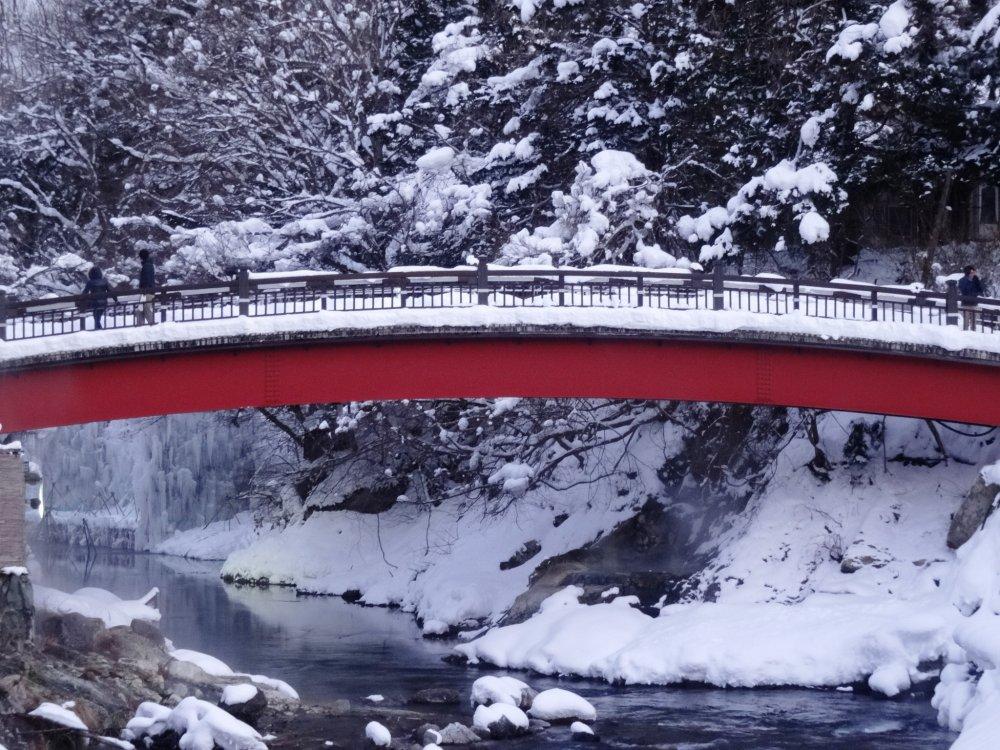 A snow-covered bridge in Yunishigawa Onsen